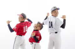野球少年の三兄弟! かっこいいね!