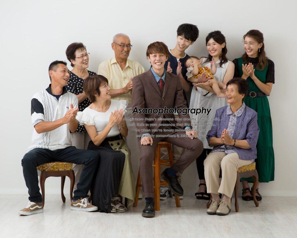 成人の記念に家族写真